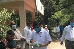 rana is now distributing fruit juice in sujanpur with sanitizer and mask