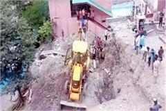 tragic accident with 2 workers engaged in building construction