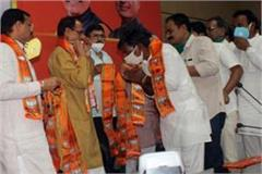 mocking of social distancing in cm s presence