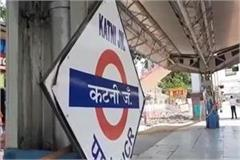 workers are not getting food in special trains laborers forced to loot