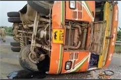 11 workers injured in road accident 11 injured sent to hospital in hamirpur
