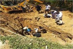 bijhadi jcb dig laborer buried