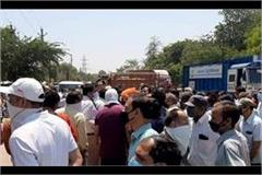 case filed against 100 people including congress leaders for road jammed