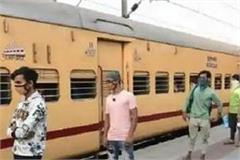 10 trains will soon leave for mumbai to up  piyush goyal talks to cm yogi