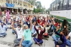 protest of driver conductors of private buses