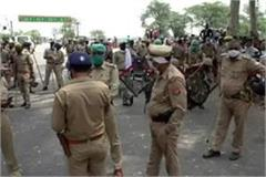 lockdown 400 laborers bribed in up border without corona