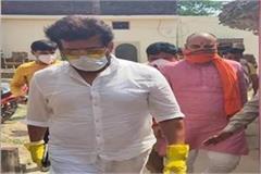 mp ravi kishan who arrived in gorakhpur told social distancing