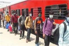 338 workers missing from moving train climbed from vadodara 1908