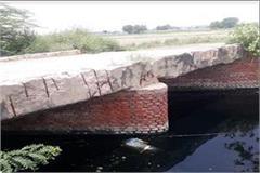 dead body of youth found in canal fear of murder not identified