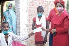cm yogi came forward to help ailing farmer given 2 lakh financial aid