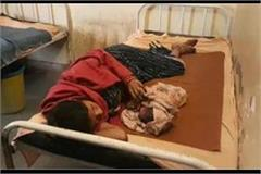 pregnant woman gave birth to a child on the roadside