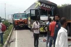 bus entered in standing truck 2 dozen passengers injured