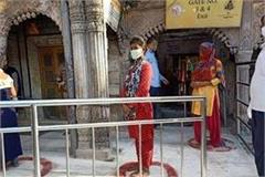 the famous kashi vishwanath temple opened to devotees