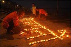 varanasi tributes paid to martyrs with glowing lamps on the ganges