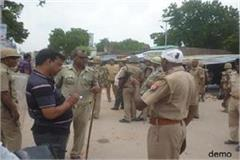 vipers pelted stones at police team who went to nab liquor mafia