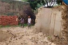 2 women including old woman killed and five injured in kachcha wall collapse