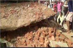mathura roof of yatri rest house collapses two dead