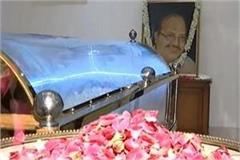 amar singh s body brought from singapore to delhi
