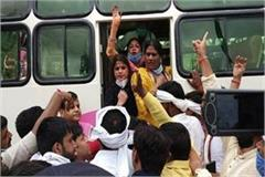 many congressmen protesting against scindia arrested in gwalior
