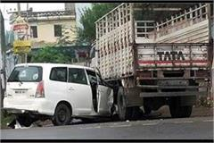 both media persons injured in a fierce collision between innova car and truck