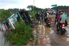 ungovern truck overturns 3 including one innocent killed