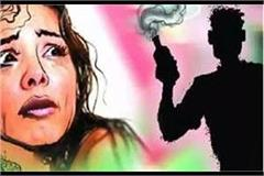 acid thrown on girl going in street scorched own body