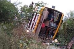 in shahjahanpur a bus filled with passengers fell uncontrollably 25 injured