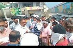 traffic police strictly against the street vendors