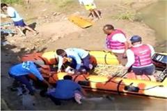 4 people drowned in kshipra river including bike