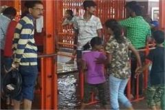 prayagraj angry to touch the feet of hanuman lala ganga will soon make