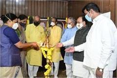 cm shivraj holds meeting with senior leaders