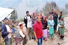 mla sundar thakur met fire victims in deughra