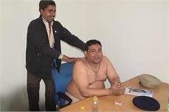 haryana news on duty policeman was giving massage to mali