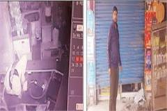 thieves break locks of 7 shops in one night 1 50 lakh cash and mobile theft