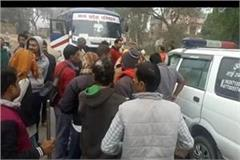 jhansi old woman died in a bus and ambulance collision in fog