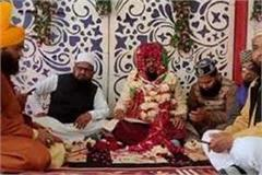 stopped with a heavy wedding groom king brought bridegroom with 11 barati