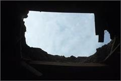accident caused by falling roof of house family survived narrowly