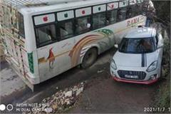 crash in private bus and car accident averted