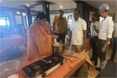 mahaka indauri poha mp minister prepared with his own hands in kerala