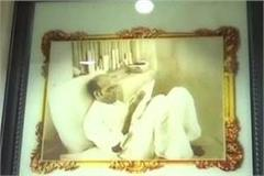picture of veer savarkar placed in the gallery of the legislative council