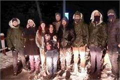 3 tourists from delhi stranded in snowfall police rescue