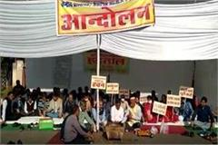 professors perform havan on 10 point demands