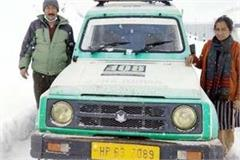 patient carried kullu in 108 ambulance amidst 3 feet of snow