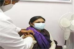 shimla chief minister wife sadhana thakur kovid vaccine