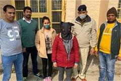 woman arrested with 1 kg 800 gram charas