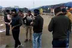 illegal weapons thrown near farmers picket
