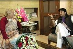 scindia met with sumitra mahajan in their residence