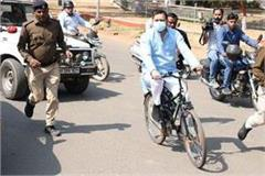 tejashwi yadav reached the assembly by cycling