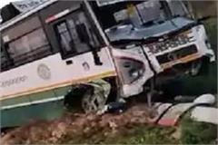 bus going to baijnath from delhi became an victim of accident