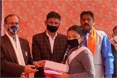 finance commission chairman satpal satti distributed uniform to 578 students